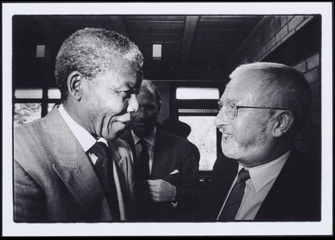 Pieter Boersma. outh Africans in the Netherlands: Nelson Mandela and Karel Roskam, Amsterdam, June 1990.