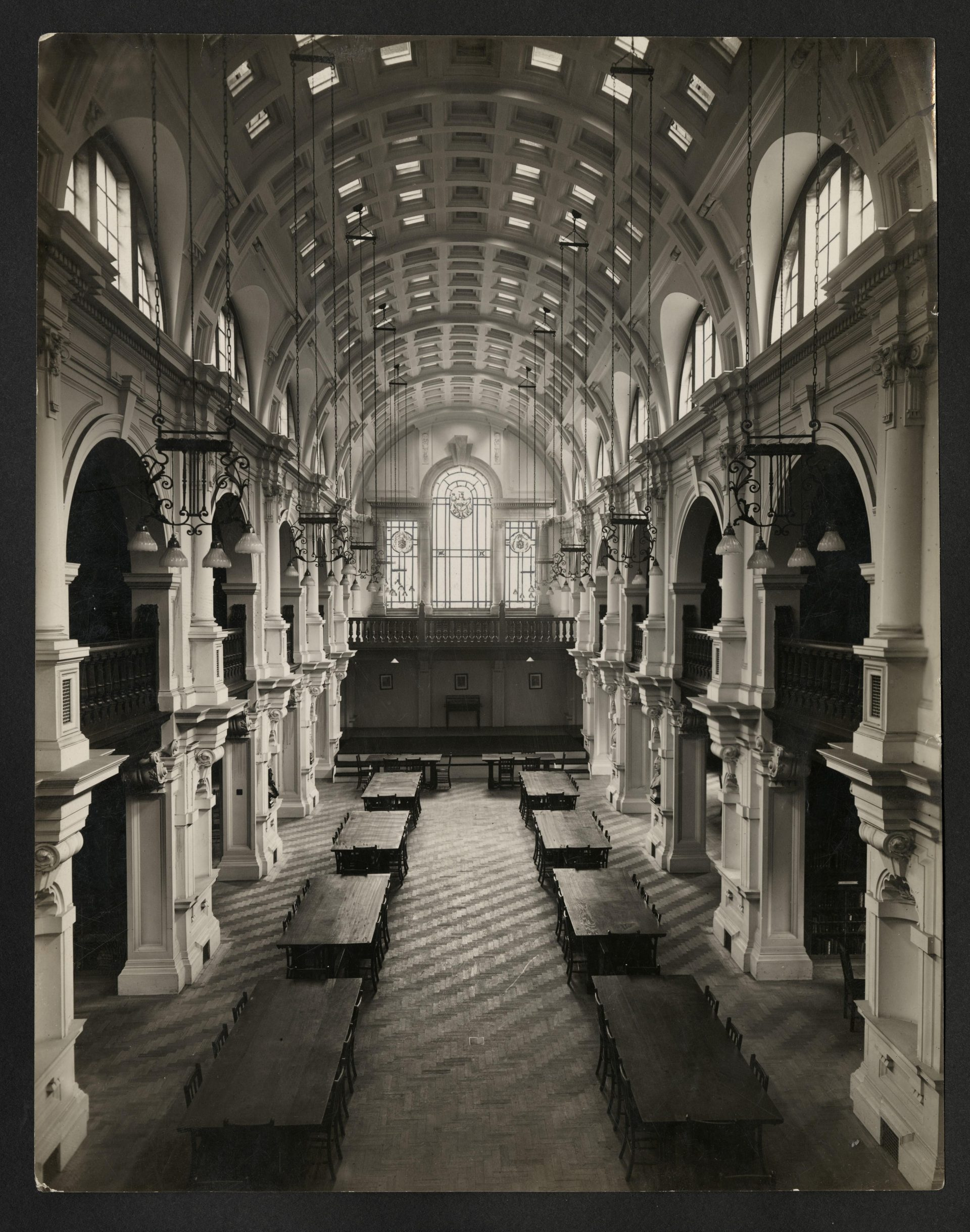Photograph of Drapers' Library: interior, 1933