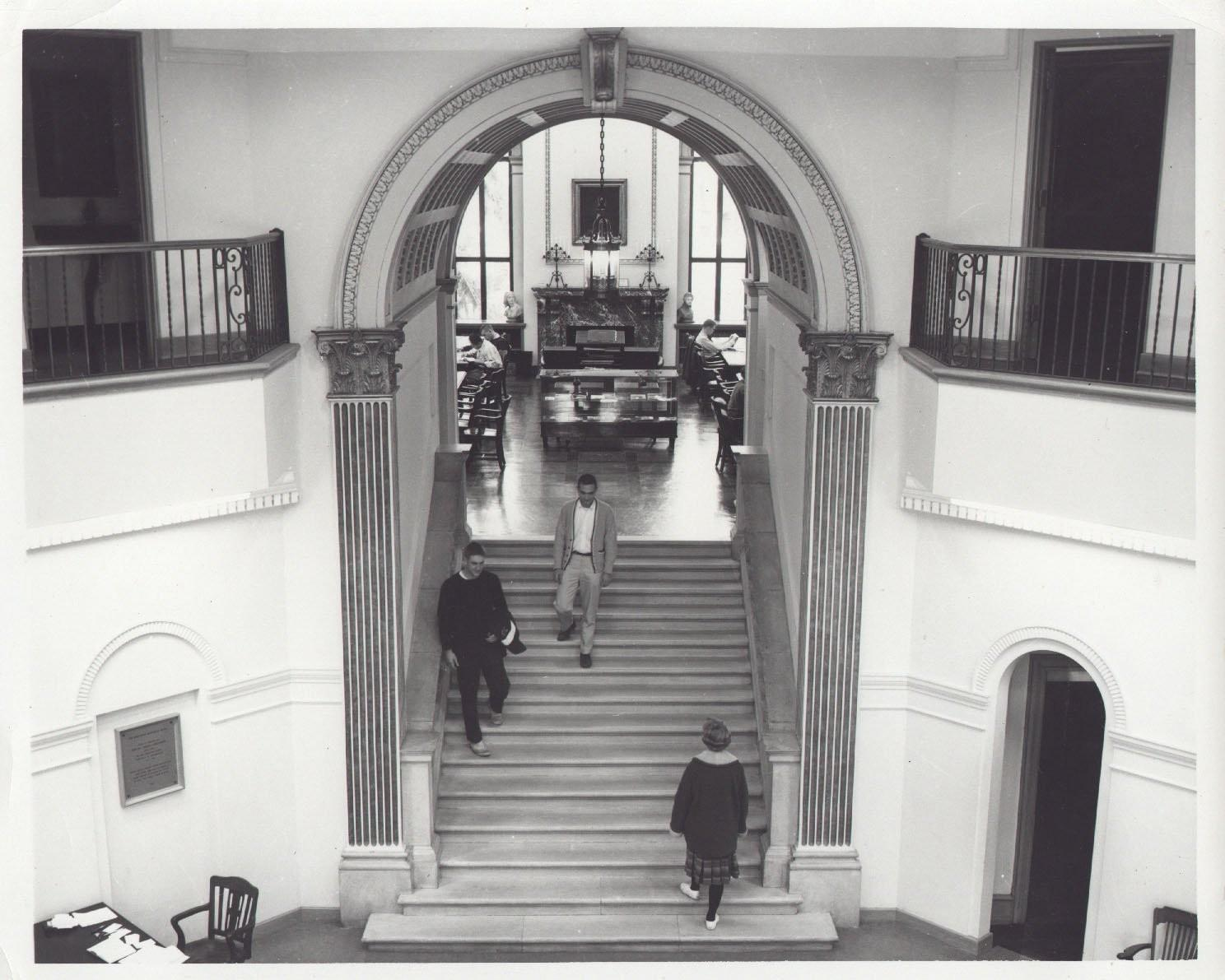 Black-and-white photograph of students on stairs between rotunda and Reading Room in Reis Library
